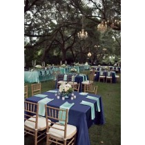 square table cloth at restaurant