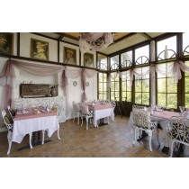 square tablecloth at restaurant