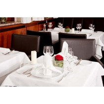 white restaurant table cloths