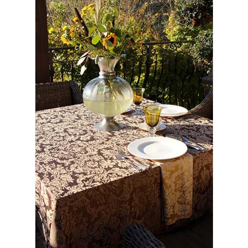 Miranda Damask Garden Setting