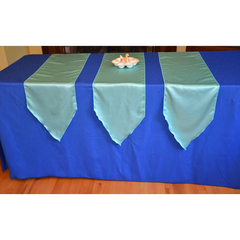 Table runners with pointed ends